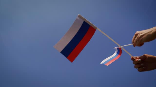 rotolo russo di bandiera b - eastern european culture video stock e b–roll