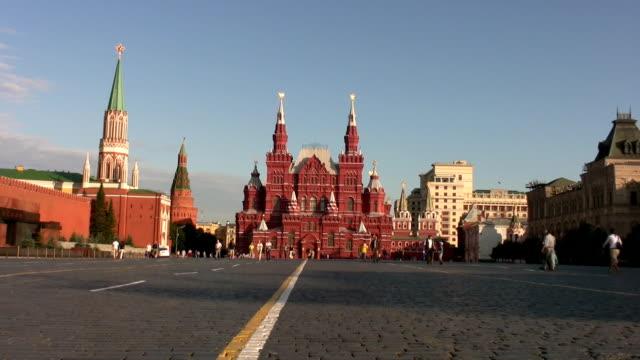 russische mädchen in moskau's red square - roter platz stock-videos und b-roll-filmmaterial