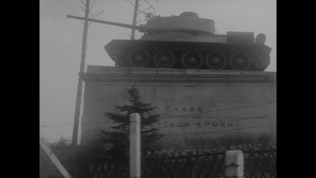 russian military tank memorial as seen from passing vehicle - 1962 stock videos & royalty-free footage