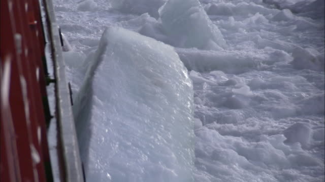 vidéos et rushes de pov, cu, russian nuclear icebreaker braking ice, russia - arctique