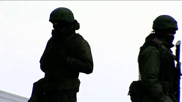 russian parliament gives approval for military forces to invade ukraine ukraine crimea simferopol ext three russian soldiers standing on wall two... - bare tree stock-videos und b-roll-filmmaterial