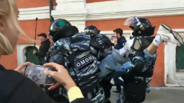 russian police arrest opposition supporters for beginning an unauthorised protest after almost 50,000 opposition supporters rallied in moscow at one... - moscow russia stock videos & royalty-free footage