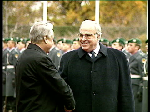 Russian President Boris Yeltsin shakes hands with German Chancellor Helmut Kohl Bonn 21 Nov 91
