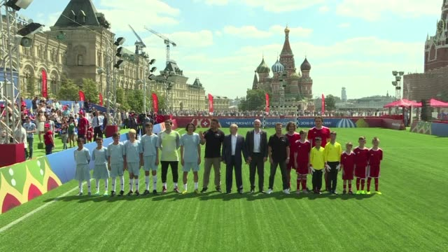 vídeos de stock, filmes e b-roll de russian president vladimir putin and fifa president gianni infantino meet up at the football park set up on red square in the heart of moscow to... - gianni infantino