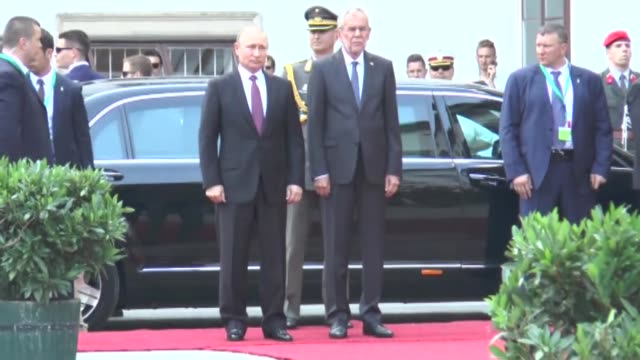 russian president vladimir putin is welcomed by austrian president alexander van der bellen with an official ceremony prior to their meeting at the... - wladimir putin stock-videos und b-roll-filmmaterial
