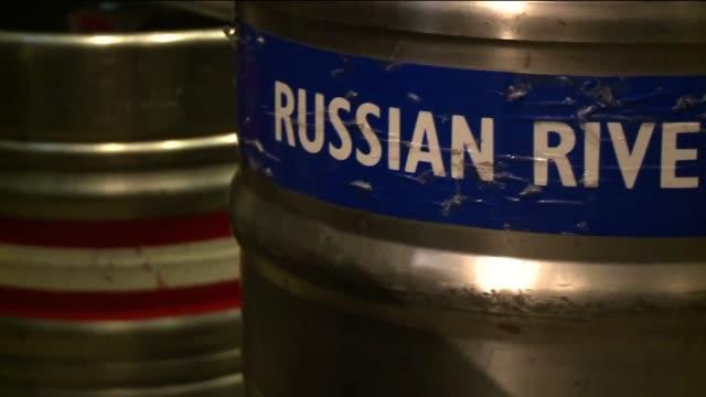 vídeos de stock, filmes e b-roll de russian river brewery keg - rio russian