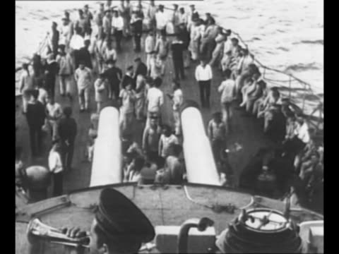 vidéos et rushes de russian sailors rush from ship deck to battle stations when officer in foreground gives signal to clear the decks for action during the dardanelles... - marin