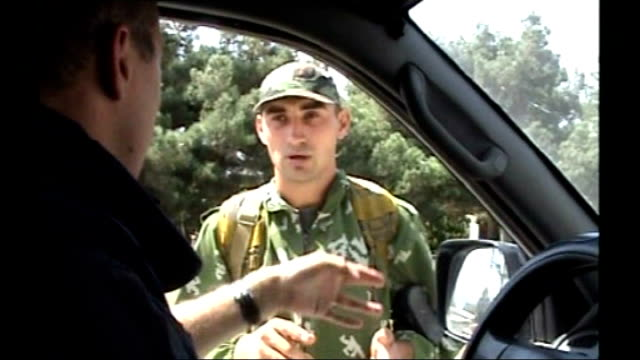 russian soldier speaking to reporter through car window sot we have an order to stay here and check documents i dont know about tomorrow but the... - zoll und einwanderungskontrolle stock-videos und b-roll-filmmaterial