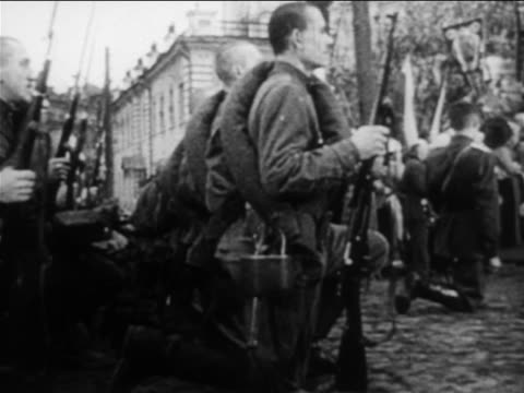 russian soldiers kneeling outdoors / russojapanese war / documentary - 1904 stock videos & royalty-free footage