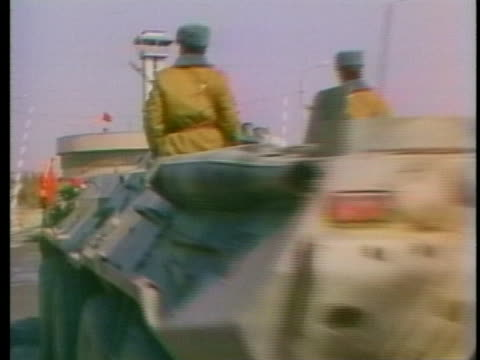 vidéos et rushes de russian soldiers ride armored personnel carriers across a bridge into russia during their withdrawal from afghanistan. - fédération de russie