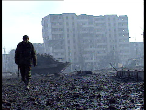 russian tanks move across demolished area in front of derelict buildings grozny feb 2000 - grosny stock-videos und b-roll-filmmaterial