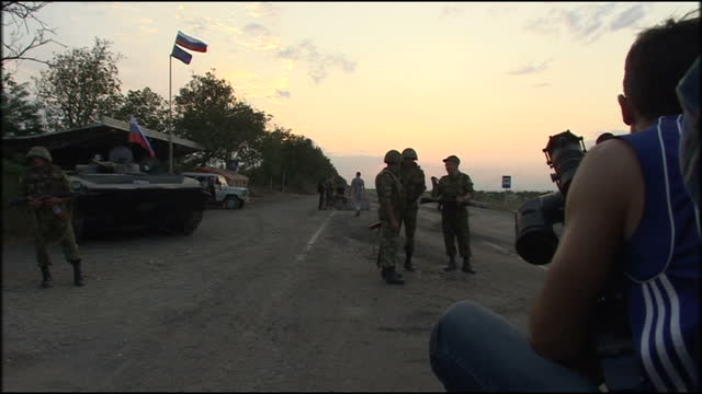vídeos y material grabado en eventos de stock de russian troops deployed and based in south ossetia. shows exterior shots russian peacekeepers, the mirotvorcheskie sily patrolling area with the sun... - georgia
