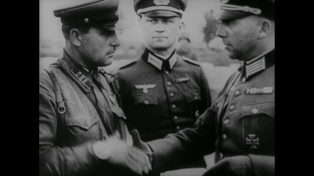 vídeos de stock, filmes e b-roll de wwii russian troops take up a position on the eastern front in the final days of adolf hitler's invasion of poland ceasing his forward halt and... - polônia