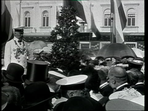 1912 montage b/w russian wreath-laying ceremony at the unveiling of monument to former russian prime minister, pyotr stolypin/ kiev, ukraine - mord stock-videos und b-roll-filmmaterial