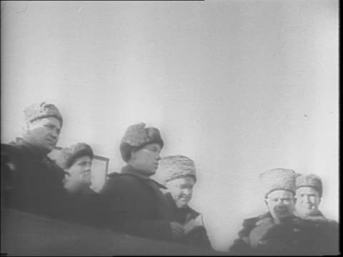russians pointing next to ruined and burned out buildings, still smoldering / barbed wire fence on snowy field / abandoned and burned nazi... - 1943 stock-videos und b-roll-filmmaterial