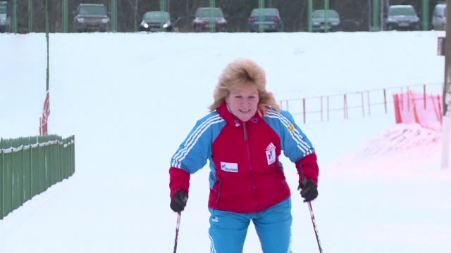 russia's former biathlon champion and cross country skier anfisa reztsova a five time olympic medallist in both sports told afp that the ban on... - längd bildbanksvideor och videomaterial från bakom kulisserna