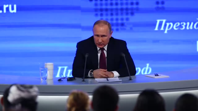 russia's president vladimir putin speaks during his annual endofyear news conference at moscow's world trade centre in moscow russia on december 23... - wladimir putin stock-videos und b-roll-filmmaterial