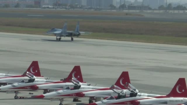 stockvideo's en b-roll-footage met russia's su35 fighter jet flies in turkish airspace during an air show as ankara looks for alternatives after being removed from the us f35 fighter... - raket wapen