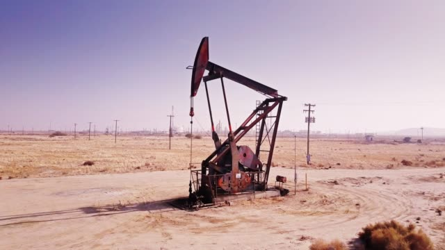 rusty pumpjack - drone shot - trivella petrolifera video stock e b–roll