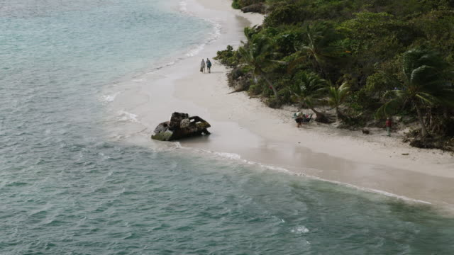ws zo aerial pov rusty sherman tank on flamenco beach / culebra, puerto rico, united states - flamenco stock videos and b-roll footage