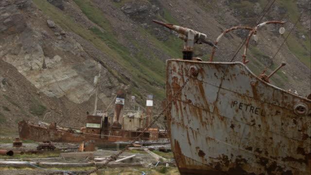 stockvideo's en b-roll-footage met cu, rusty shipwrecks, grytviken, south georgia island - atlantische eilanden