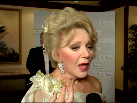 vídeos y material grabado en eventos de stock de ruta lee on the exciting developments happening in the treatment of mental illnesses and on her complaints with today's young celebrities at the 50th... - gala thalians