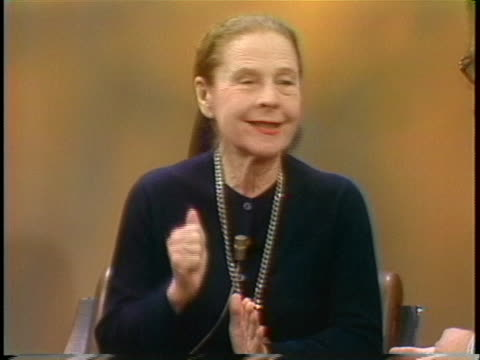ruth gordon talks about learning to act from a dramatics school. - 伝記点の映像素材/bロール