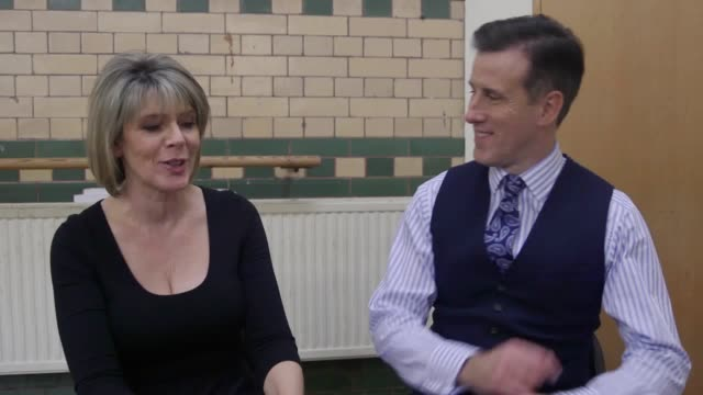 ruth langsford and anton du beke discuss the show, the judges, aston's exit, eamonn holmes and last week's dramatic fall. - エイモン ホームズ点の映像素材/bロール