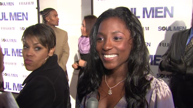 rutina wesley on what brings her out tonight, being a fan of both bernie and sam, what she expects from their on screen collaboration and premiering... - バーニー マック点の映像素材/bロール