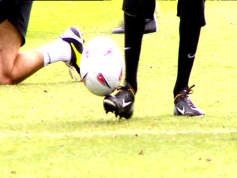 stockvideo's en b-roll-footage met ruud van nistelrooy kicking ball around on training pitch chatting to teammates manchester united fc training session carrington manchester 19 may 04 - van