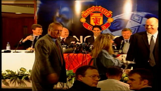 Ruud Van Nistelrooy signs for Manchester United ***CONTAINS Manchester Old Trafford Ruud Van Nistelrooy into press conference Van Nistelrooy with Sir...
