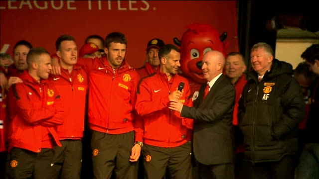 ryan giggs holds first press conference as manchester united interim manager; r13051307 albert square: ext giggs on stage with others at manchester... - 後を追う点の映像素材/bロール