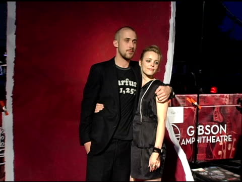 ryan gosling and rachel mcadams at the 2005 teen choice awards exclusive on-site portrait studio at the universal amphitheatre in universal city,... - ティーン・チョイス・アワード点の映像素材/bロール