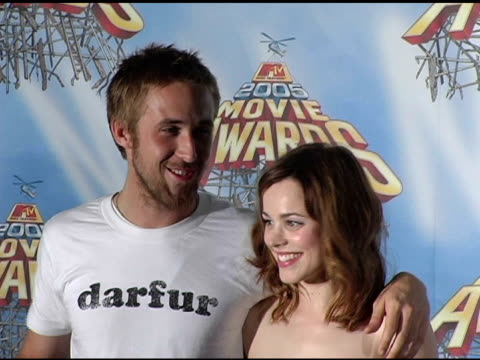 ryan gosling and rachel mcadams, winners of best kiss for 'the notebook' at the 2005 mtv movie awards press room at the shrine auditorium in los... - ryan gosling stock videos & royalty-free footage