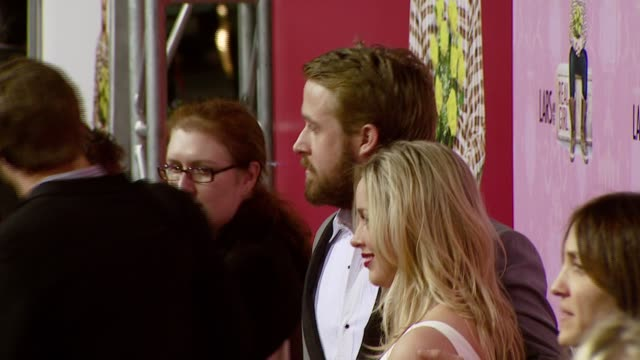 vidéos et rushes de ryan gosling and sister mandi gosling at the 'lars and the real girl' los angeles premiere at academy of motion picture arts and sciences in beverly... - academy of motion picture arts and sciences