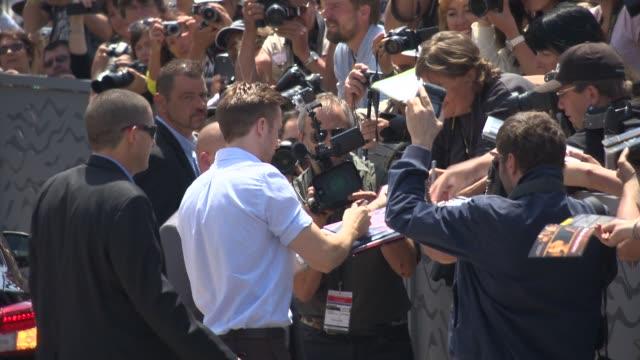 ryan gosling at celebrity sightings in cannes on may 20, 2014 in cannes, france. - celebrity sightings stock-videos und b-roll-filmmaterial