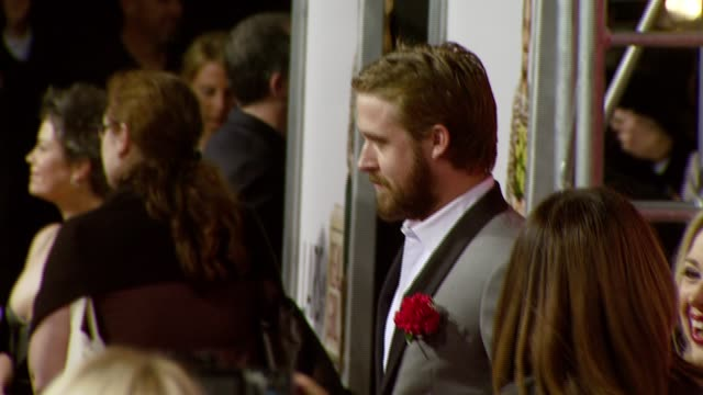 vidéos et rushes de ryan gosling at the 'lars and the real girl' los angeles premiere at academy of motion picture arts and sciences in beverly hills, california on... - academy of motion picture arts and sciences