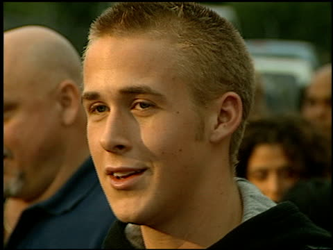 ryan gosling at the 'remember the titans' premiere at the rose bowl in pasadena, california on september 23, 2000. - ryan gosling stock videos & royalty-free footage