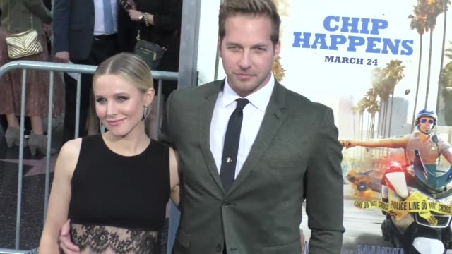 "ryan hansen & kristen bell at the ""chips"" los angeles premiere at tcl chinese theatre on march 20, 2017 in hollywood, california. - tcl chinese theatre stock videos & royalty-free footage"