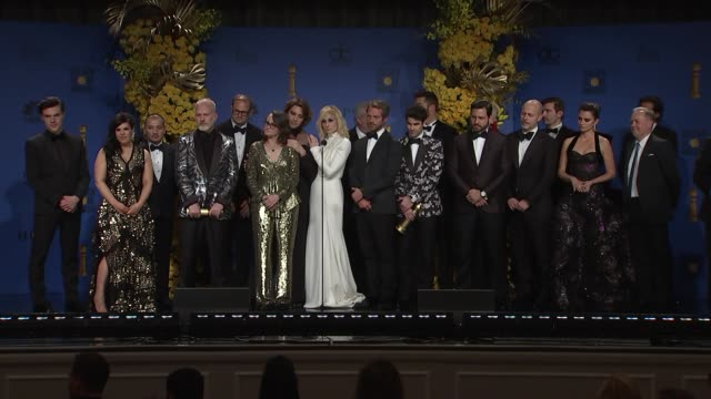 stockvideo's en b-roll-footage met speech ryan murphy darren criss penelope cruz and the cast and crew of the assassination of gianni versace at the 76th annual golden globe awards... - golden globe awards
