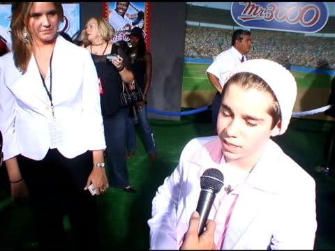 ryan pinkston on bernie mac at the 'mr 3000' los angeles premiere arrivals at the el kapitan theater in hollywood, california on september 8, 2004. - バーニー マック点の映像素材/bロール