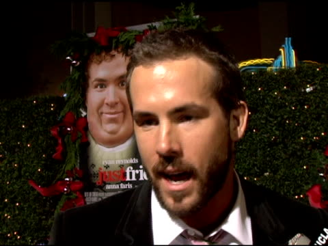 vidéos et rushes de ryan reynolds on his high school experience and his character in the movie at the 'just friends' premiere at the mann village theatre in westwood,... - westwood
