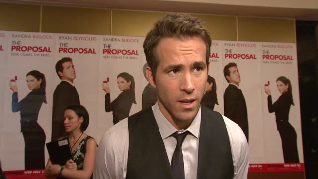 ryan reynolds on his outfit, on romantic comedies and chemistry, at the the proposal premiere at london england. - chemistry点の映像素材/bロール