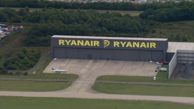 michael o'leary speaks at agm essex stansted airport ryanair hangar at airport air view / aerial ryanair aircraft taking off - ライアンエアー点の映像素材/bロール