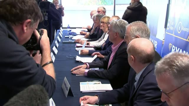 michael o'leary speaks at agm various of o'leary and others sat at table for agm - jahreshauptversammlung stock-videos und b-roll-filmmaterial
