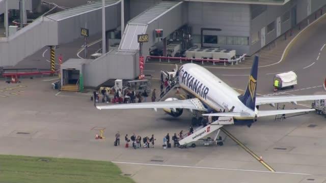 ryanair cancels more flights lib passengers boarding ryanair aircraft air view / aerial ryanair aircraft taxiing air view / aerial ryanair plane... - ライアンエアー点の映像素材/bロール