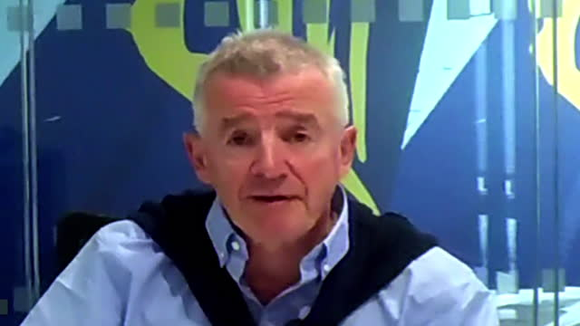 """ryanair chief executive michael o'leary saying the uk government's updated covid traffic light system is """"sowing more confusion"""" amongst travellers - road signal stock videos & royalty-free footage"""