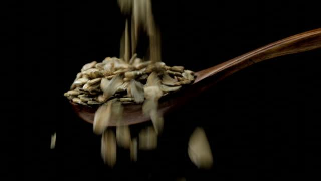 ライ麦フレーク - 穀物 ライムギ点の映像素材/bロール
