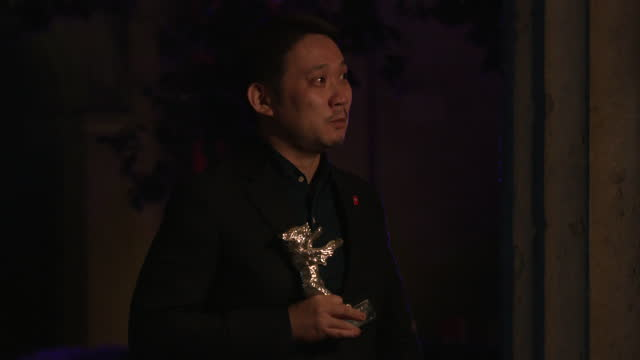 """ryusuke hamaguchi, winner of the silver bear grand jury prize for their movie """"guzen to sozo"""" poses with their trophy speaks to the media after the... - celeb stock videos & royalty-free footage"""