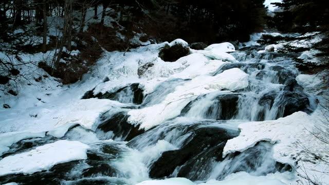 vídeos de stock, filmes e b-roll de ryuzu cachoeira (ryuzu no taki) - plusphoto